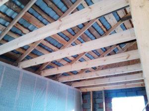Обрешетка потолка и кровли дома