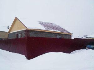 Забор частного дома из металла