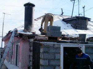 Демонтаж старой кровли и конструкции крыши